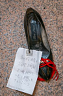 shoe with note